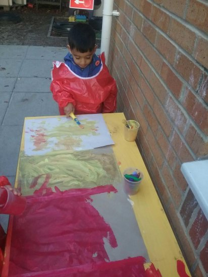 Busy Bees at Hillingdon  gallery photo 4