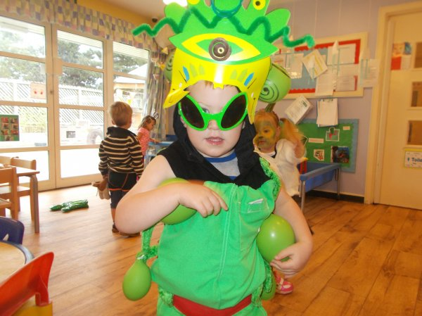 News Story for Busy Bees in Kettering Alien dress up day at Nursery - 24th August 2015 & News Story for Busy Bees in Kettering Alien dress up day at Nursery ...