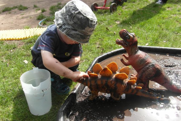 Messy play in the garden Photo-3