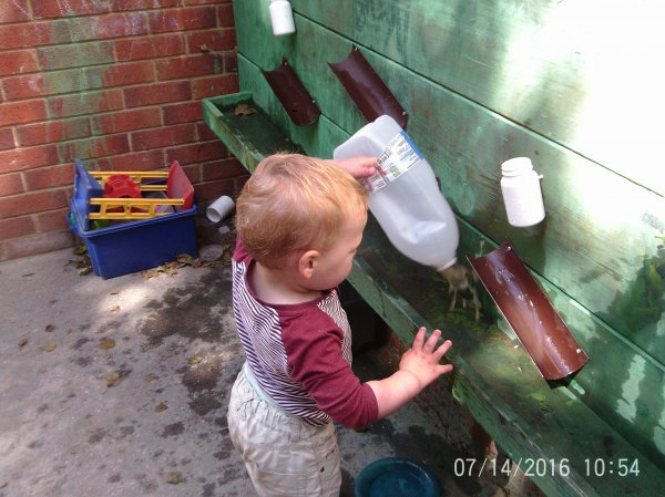 Toddlers Garden Fun  Photo-2