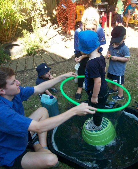 Making bubbles in the garden Photo-1