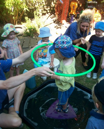 Making bubbles in the garden Photo-2