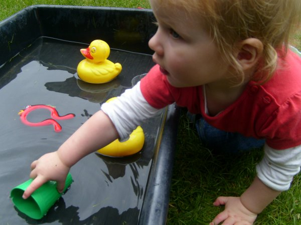 Toddlers messy play Photo-2