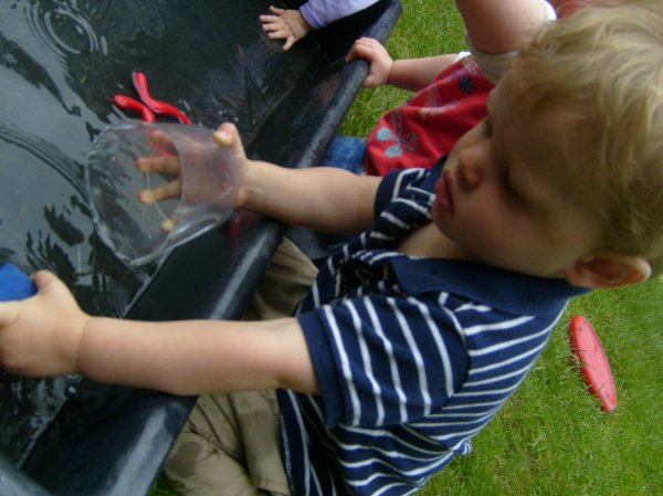 Toddlers messy play Photo-6