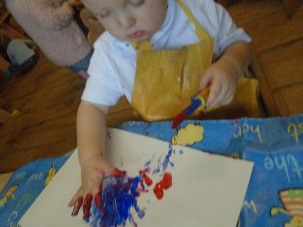 Painting fun in baby room Photo-3