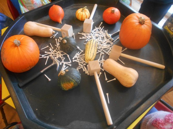 Developing fine motor skills using pumpkins ! Photo-1