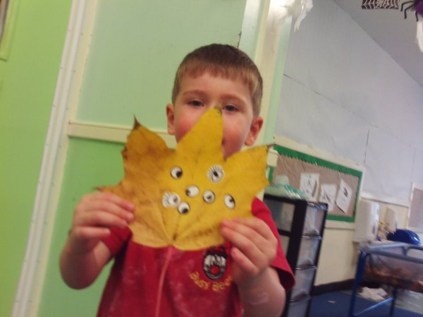 Busy Bees Leaf Day Photo-1