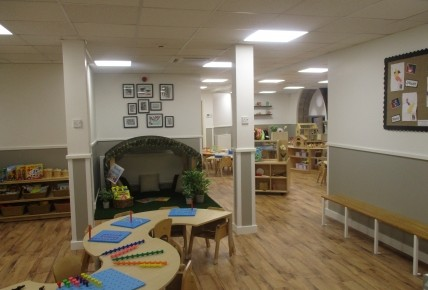 New Little Acorns Room Photo-4