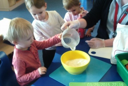 Toddlers Making Play Dough Photo-2