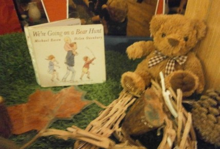 Bear Hunt tuff spot tray activity