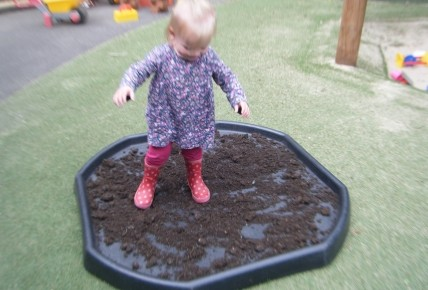 Peppa Pig's Muddy Puddle Walk Photo-3