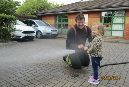 Fire Fighters visit nursery. Photo-2