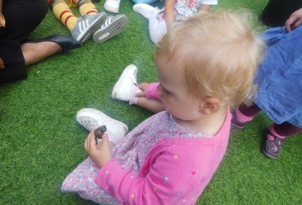 Toddlers and their Mini Beasts Photo-1