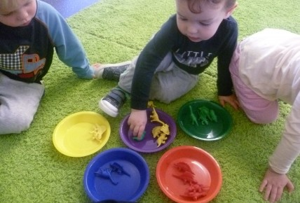 Colour sorting activity with the toddlers Photo-2