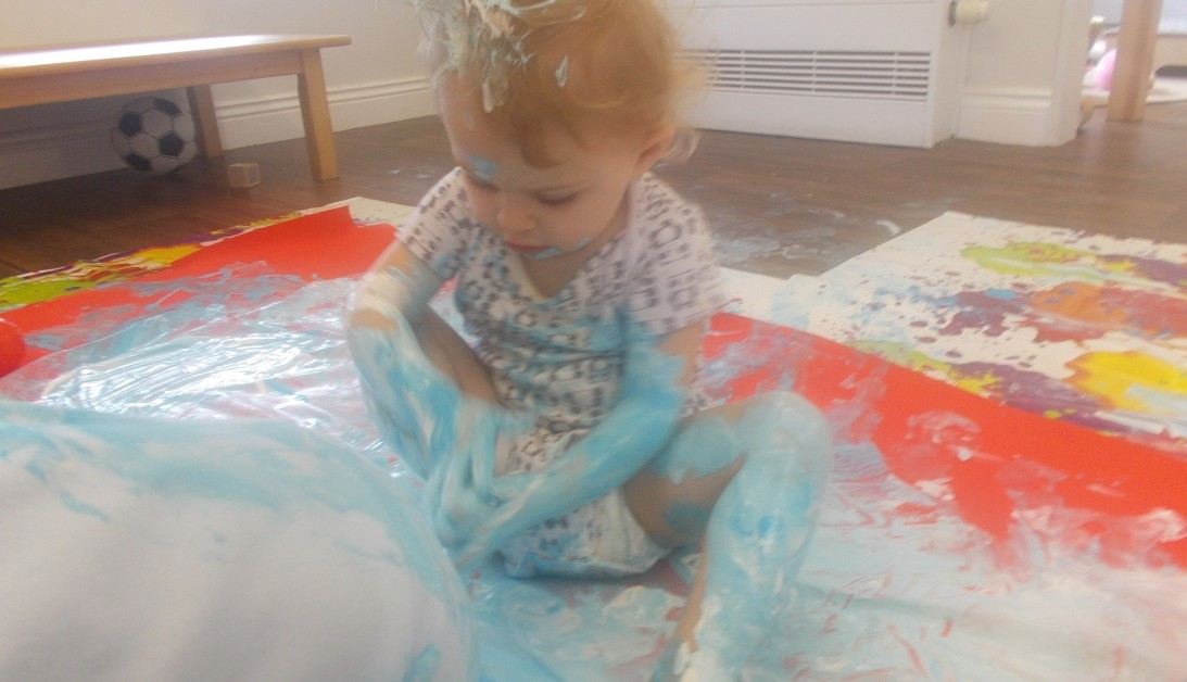 Busy Bees at Wakefield - Baby Group 'Lets get creative.'