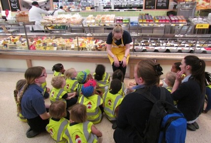 Pre-school go to Tesco to learn about food Photo-1