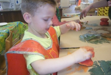 Pre School Leaf Printing Photo-1
