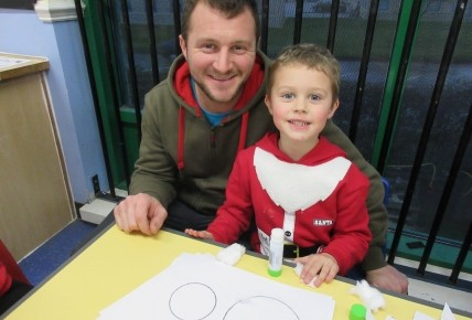 Christmas Crafts with Pre-school Photo-4