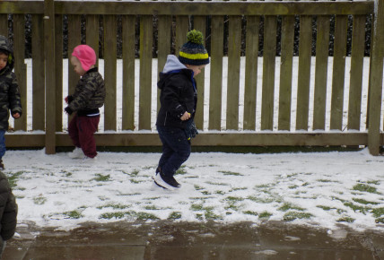 Snow fun at Busy Bees Leicester Meridian Photo-3