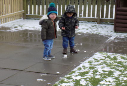 Snow fun at Busy Bees Leicester Meridian Photo-5