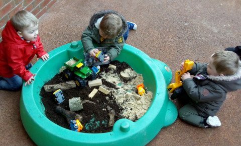 Outdoor play in Rainbows Photo-4