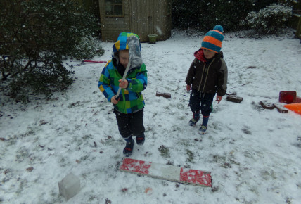 Snow play Photo-1