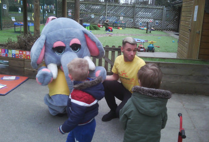 UK Child Bereavement Charity  ! Visit from Hettie! Photo-3