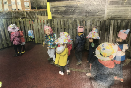 Easter bonnet 2018 Busy Bees QE Photo-6