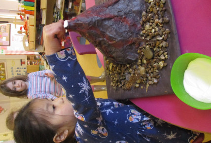 Pre-Schoolers make own volcanoes to set off Photo-5