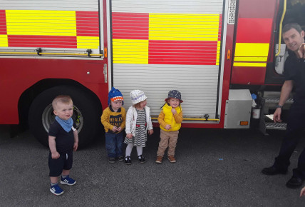 When the fire engine came to visit ... Photo-3
