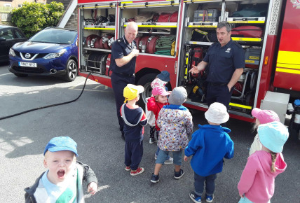 When the fire engine came to visit ... Photo-6