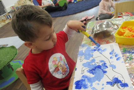 Babies enjoy mixing paints and dinosaurs Photo-2