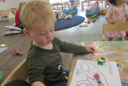 Babies enjoy mixing paints and dinosaurs Photo-4