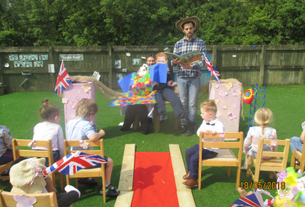 The Royal Scarecrow Wedding! Photo-1