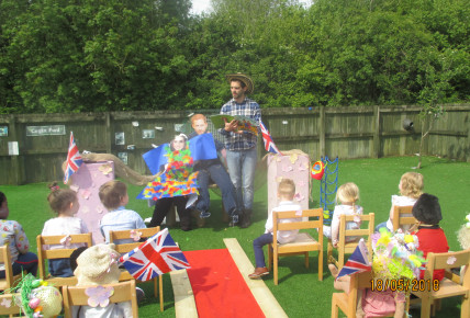 The Royal Scarecrow Wedding! Photo-4