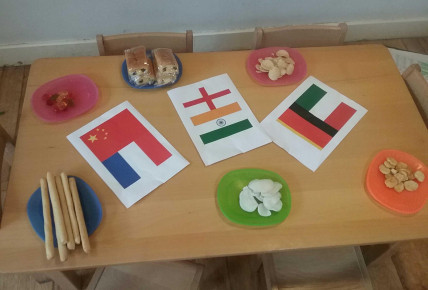 Enrolment Week - Around the World Food Tasting Photo-2